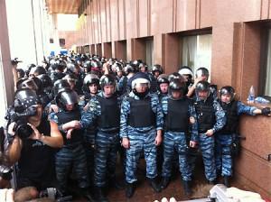 Спікер і віце-спікер Верховної Ради подали у відставку на знак протесту проти законопроекту про мови