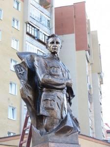 На Прикарпатті відкрили пам'ятник Роману Шухевичу, який претендує на звання найбільшого в Україні