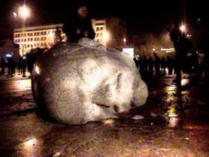 """Докотилися… Суд зобов'язав мерію Черкас встановити  пам'ятник """"вождю"""" червоних – Леніну"""