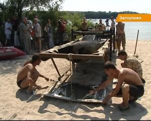 Ще цілих півроку експерти визначатимуть вік човна, піднятого з Дніпра біля Хортиці
