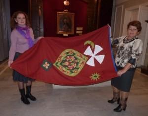 Черкаські майстрині передали до музею Богдана Хмельницького у Чигирині два козацькі прапори
