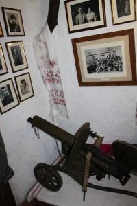 """У схроні на чигиринському """"Дикому хуторі"""" у Холодному Яру є навіть кулемет…"""