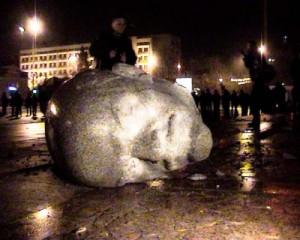 Чотири роки тому у Черкасах знесли пам'ятник Леніну. Нині суд вимагає відновити його…