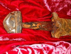 Меч Святослава, знайдений біля Хортиці, на 300 років старший за московську шапку Мономаха