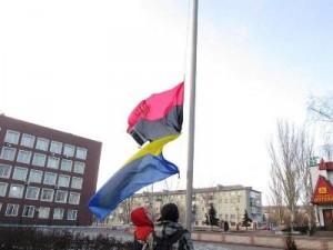 23 лютого у центрі міста Єнакієве підняли червоно-чорний прапор УПА