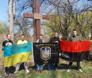 Закарпатські націоналісти упорядкували військові поховання