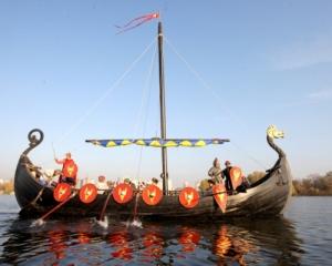 Понад 10 років сучасні нащадки козаків борознили води річок і морів на копії лодії часів Київської Русі