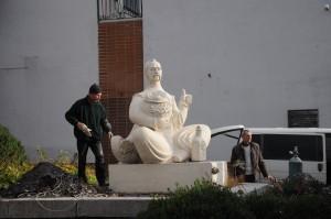 Демонтаж скульптури козака Мамая в Черкасах зупинили. На один день?