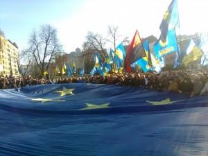 У Львові під гімн України розгорнули велетенський прапор ЄС