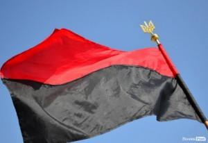 П'ять сотень українців пройшли маршем у центрі Києва з вимогою прибрати руки геть від червоно-чорного прапора