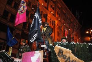 На Майдані в Києві все популярнішим стає чорний холодноярський прапор