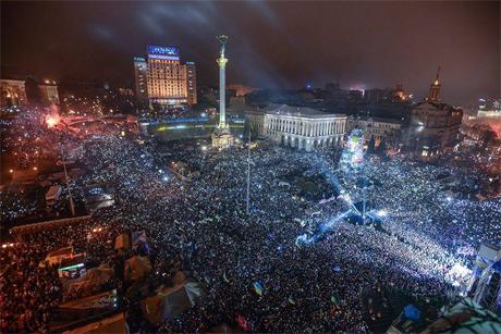 На #Євромайдані в Києві на Новий рік встановлено рекорд: національний гімн України заспівали водночас пів мільйона людей