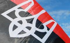 Освячені в Тернополі червоно-чорні прапори УПА роз'їхалися по всій Україні
