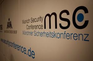 """На Мюнхенській безпековій конференції – словесні """"бої"""" за Україну: між США і Європою та Росією"""