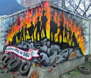 У Черкасах паркан розмалювали на честь Небесної сотні, а автівку – на підтримку українського Криму