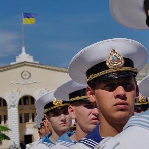 У Севастополі курсанти військово-морського ліцею відмовилися опускати український прапор
