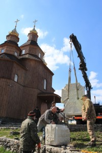 У Холодному Яру встановлено перший в Україні пам'ятник Небесній Сотні