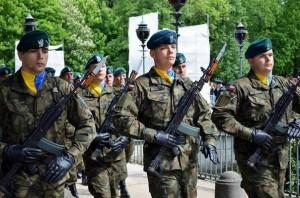 Польські військові вшанували українську армію, вдягнувши нашу символіку