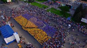 """У рамках патріотичної акції """"Пліч-о-пліч"""" у Черкасах встановили рекорд України"""