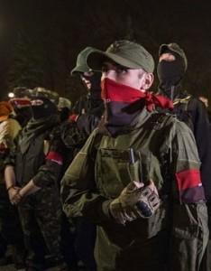"""Спецгрупа """"Правого сектора"""" піймала одного з лідерів донецьких сепаратистів. Тепер він охоче """"здає"""" своїх спільників…"""