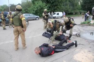 """У Слов'янську два терористи піймалися… на """"приманку"""" з сардельок"""