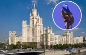 """Киянин розфарбував у синьо-жовті кольори """"совкову"""" зірку на висотці у Москві, збудованій під керівництвом Берії"""