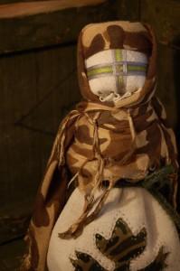 У Харкові на благодійному акціоні продадуть ляльку-мотанку, зроблену майстринею з Черкас із матеріалу, привезеного з АТО
