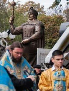 У Полтаву привезли пам'ятник гетьману Івану Мазепі. Встановлення заплановано на листопад