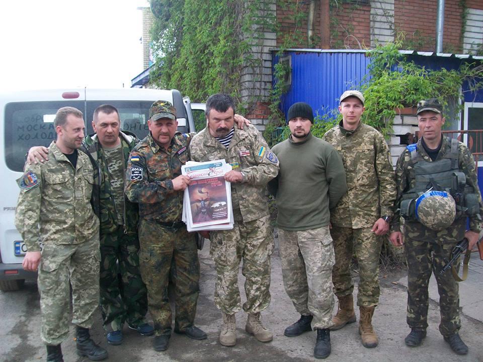 До Великодня бійцям на луганській передовій роздавали паски, писанки і… «Козацький край»