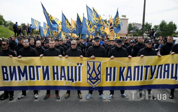 """Слово """"Азова"""": Києвом  пройшов марш """"Вимоги Нації – НІ капітуляції!"""""""