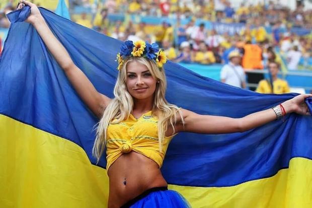 Українську фанатку визнали еталоном краси на чемпіонаті з футболу у Франції