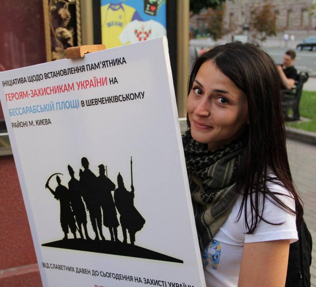 """Кияни масово підписуються на підтримку зведення в столиці на місці поваленого комуністичного """"вождя"""" пам'ятника захисникам Святої України"""