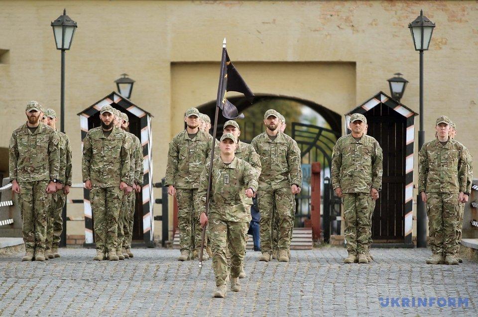 """На площі перед """"Київською фортецею"""" відбувся перший випуск сержантів військової школи ім. полковника Є.Коновальця"""