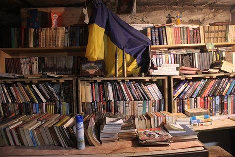 У зоні АТО бійці ЗСУ обладнали бібліотеку… у бліндажі