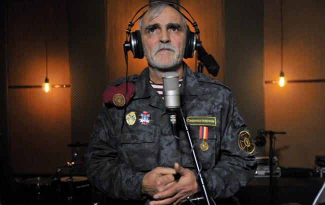 """Боєць Нацгвардії, відомий як """"Зеник з Майдану"""", записав сучасну колядку разом зі знаменитою """"Пікардійською Терцією"""""""