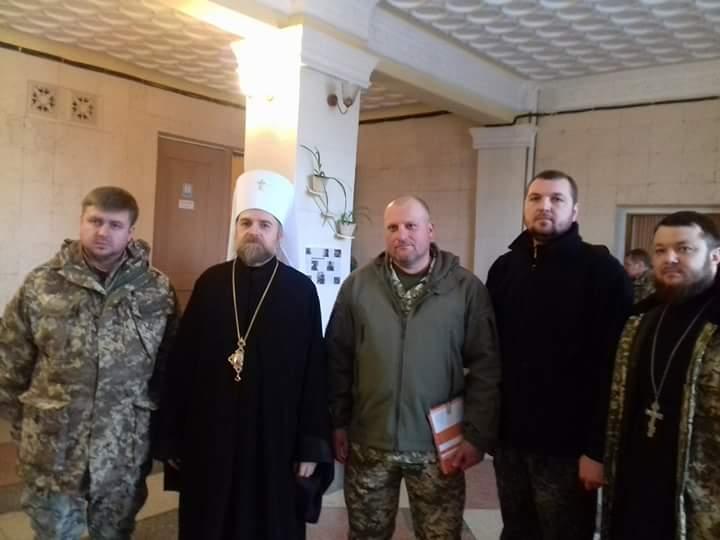 """Священники зі старої козацької """"столиці"""" вітали у зоні АТО 72-у ОМБр з ювілеєм"""