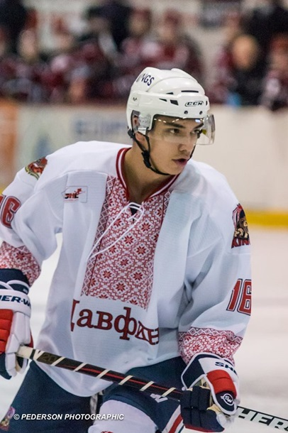 Канадська хокейна команда Dauphin Kings провела переможний матч… в українських вишиванках