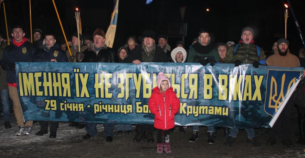 Вечір у вогнях смолоскипів: Україна вшанувала пам'ять Героїв Крут