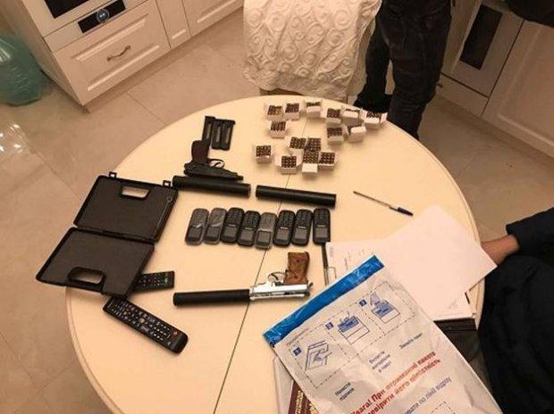 У Києві арештований росіянин, озброєний двома пістолетами з глушниками