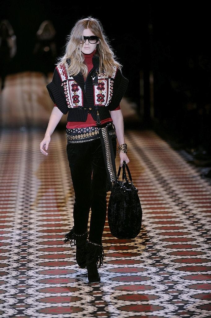 """Американський """"модний"""" журнал Vogue відзначає великий вплив української вишиванки на світову моду"""