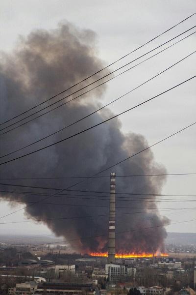 В окупованому Луганську пролунав вибух і спалахнула масштабна пожежа