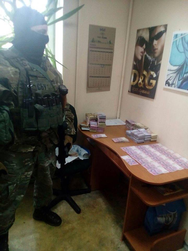 CБУ ліквідувала на Черкащині банду з ОРДЛО, яка спеціалізувалася на торгівлі фальшивою валютою