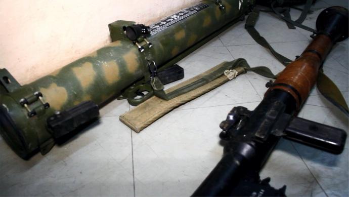 """У """"сірій зоні"""" на Донеччині бійці ЗСУ виявили ворожу схованку зі зброєю, боєприпасами і спорядженням з Росії"""