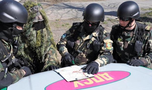 """На кордоні з Росією затримано двох """"туристів"""" з документами ОРДЛО"""