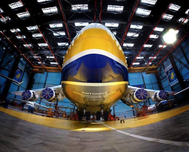 """Писанка від """"Антонова"""": мережу вразило незвичне фото українського літака"""