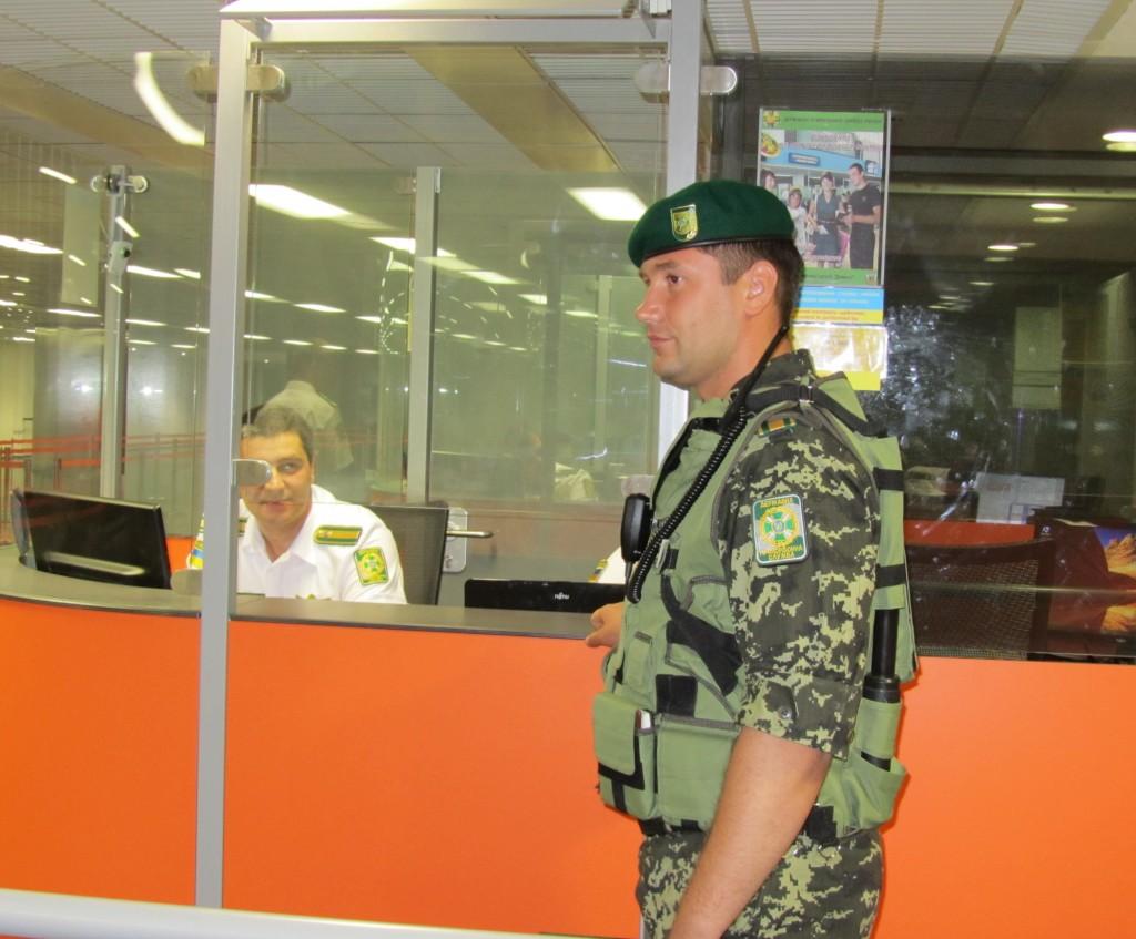 Росіянину на три роки заборонили в'їзд до України. Причина – відсутність у нього грошей, культури і розуму