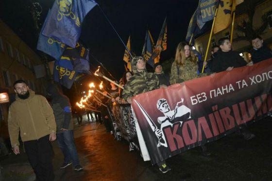 В Умані націоналісти провели смолоскиповий марш Коліївщини