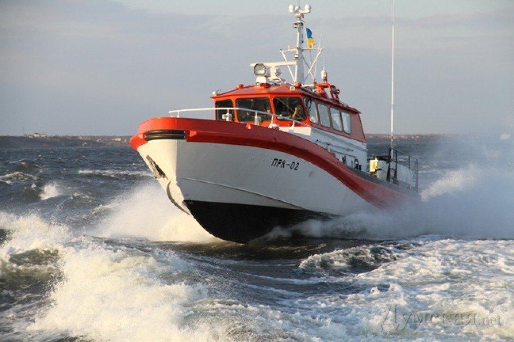 Екіпаж катера пошуково-рятувальної служби, який дав відсіч російському кораблеві, отримав відзнаки міністра