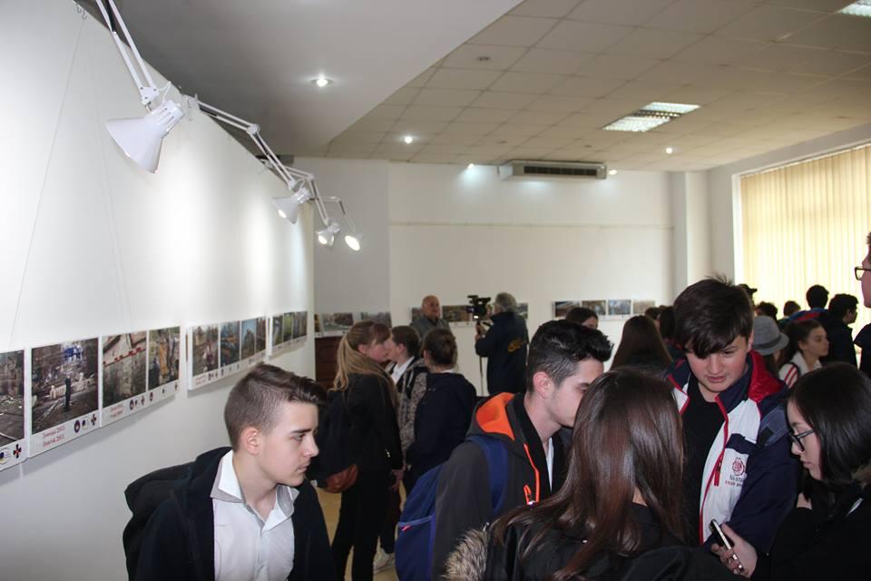 Ветерани АТО відкрили в Румунії фотовиставку «Війна триває»