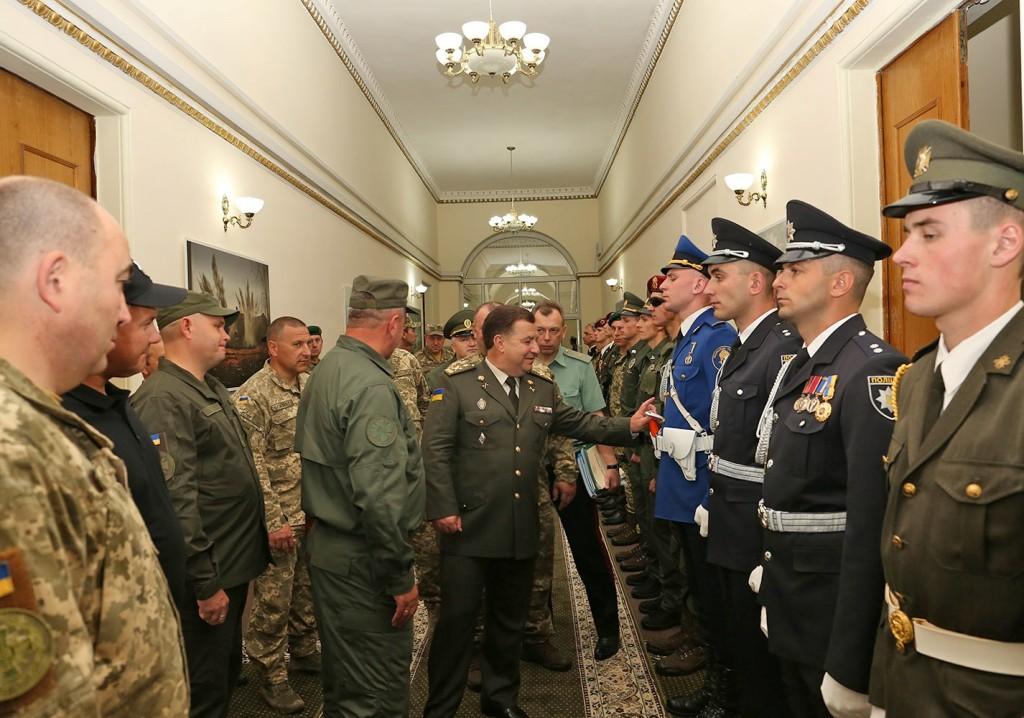 Міністр оборони оглянув зразки форми ЗСУ та інших силовиків, які братимуть участь у параді в День Незалежності